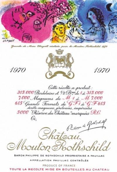 """Etichetta artistica dell'azienda Château Mouton Rothschild realizzata nel 1945, alla fine della Seconda Guerra Mondiale da Philippe Jullian e celebra la liberazione sull'etichetta è raffigurata infatti un'immagine simbolica con la """"V"""" della vittoria"""