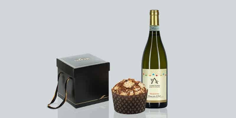 panettone tradizionale di Sadler abbinato al vino Moscato d'Asti della cantina Vittorio Adriano vini