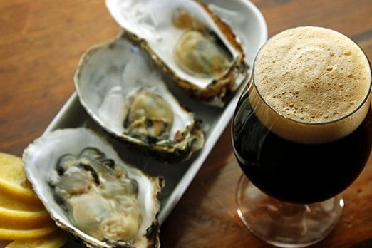birra scura e ostriche
